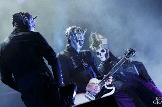 Ghost lumosi yleisön loppuunmyydyssä Helsingin Jäähallissa: katso livevideoita yhtyeen keikalta