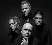 Metallica-jäsenet italialaisen miestenvaateyhtiön mannekiineiksi