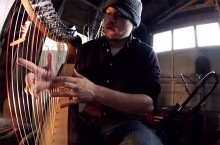 Rob Scallon vie djentin uudelle tasolle 22-kielisellä harpulla
