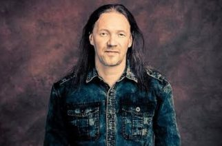 Iron Maidenin keikat lähestyvät: Nightwishin rumpali ikuisti Eddien olkapäähänsä