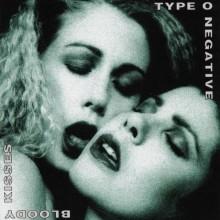 """Type O Negativen """"Bloody Kisses"""" -albumin alkuperäisiä demoja kuunneltavissa"""