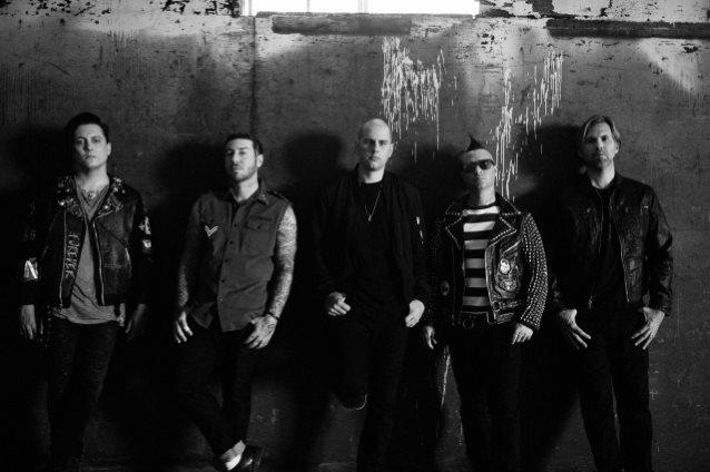 """Avenged Sevenfoldin """"The Stage"""" -albumin julkaisuviikon myynti alhaisempi kuin edellisten levyjensä myynti"""