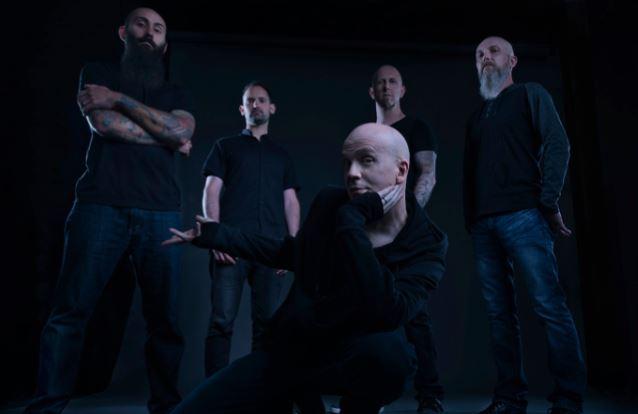 """Devin Townsend Projectia orkesterin säestyksellä: """"Truth"""" -kappaleen livevideo katsottavissa"""