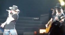 Guns N'Rosesin Perun keikalta katsottavissa fanien kuvaamia videoita