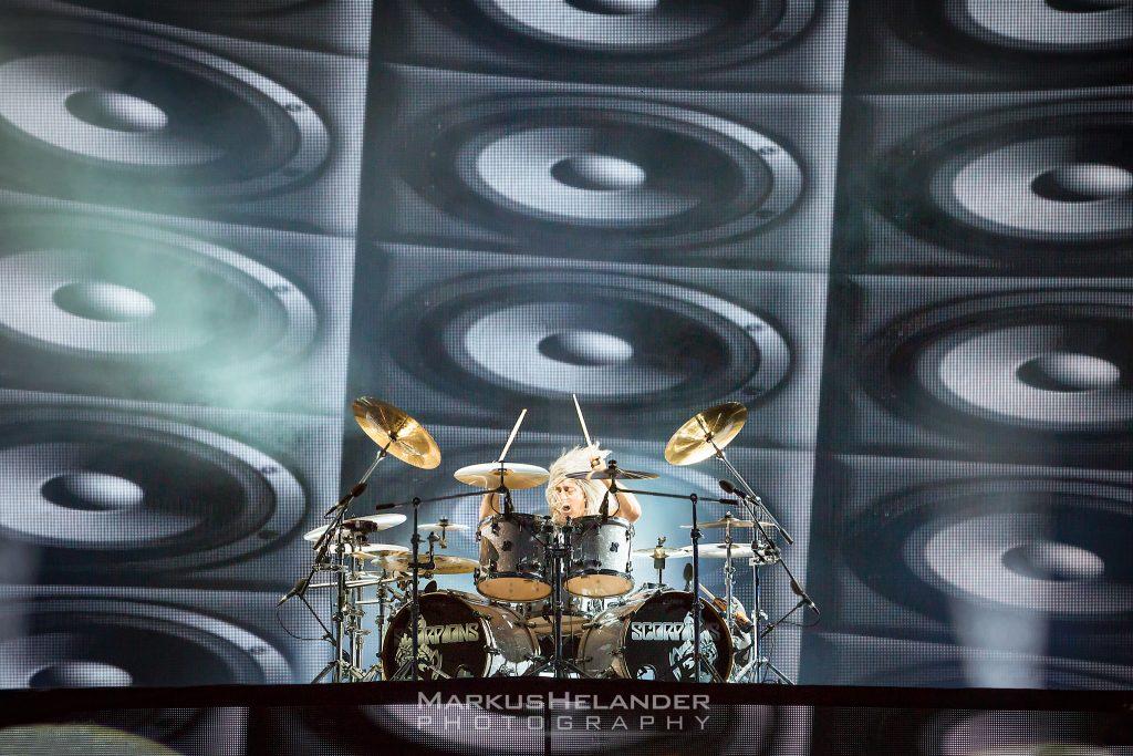 """Scorpions-rumpali Mikkey Dee odottaa paluuta keikkalavoille: """"En jaksa spekuloida tätä paskaa enää"""""""