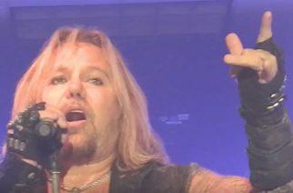 Vince Neil esitti Mötley Cruen klassikkobiisejä keikallaan – katso fanien kuvaamat videot