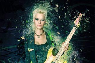 """Kitaristi Yasi Hofer esittää """"Cosmic Stars"""" -kappaleen """"She Rocks, Vol.1"""" -kokoelmalevyltä"""