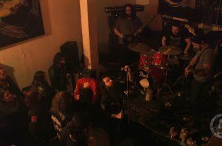 Doom metal puuduttavaa? Katso video fanista nukkumassa koko Fornin keikan ajan uudenvuoden aattona