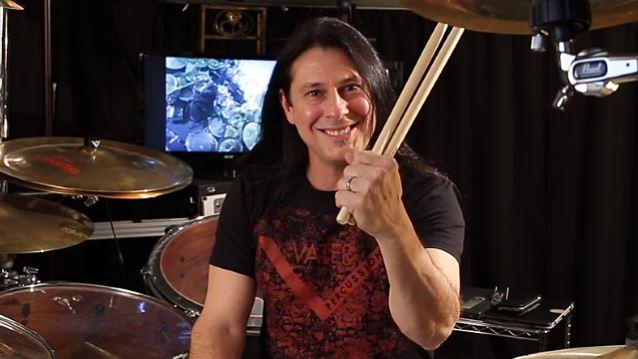 Dream Theaterin rumpali Mike Mangini julkaisemassa omaa taidekokoelmaa helmikuussa: ensimmäinen traileri julki