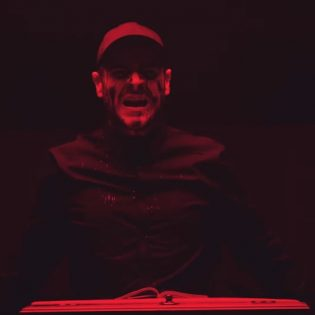 """Frankie Palmerin luotsaamalta Emmurelta uusi musiikkivideo """"Flag Of The Beast"""" -kappaleesta"""