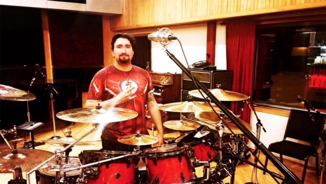 """Six Feet Underin rumpali nauhoitti kaikki """"Torment""""-albumin kappaleet yhdellä otolla"""