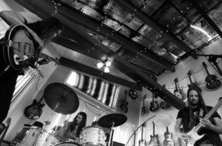 Rock-trio Radio Moscow kiinnitetty Century Medialle