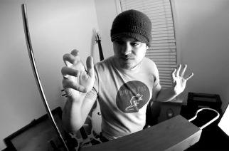 Rob Scallon hakee Halloween tunnelmaa thereminin avulla