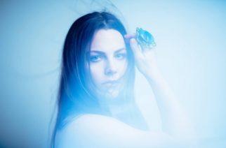 Evanescencen Amy Leelta uusi kappale kuunneltavissa naisen tulevalta sooloalbumilta