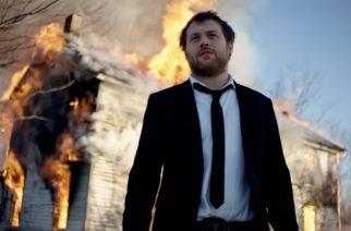 """Asking Alexandrian Danny Worsnop palavassa talossa uuden """"High"""" kappaleensa musiikkivideossa: katso lopputulos"""