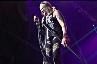 """Steel Panther coveroi """"Crazy Train""""-kappaleen – katso laulaja Michael Starrin hauska imitaatio Ozzy Osbournesta"""