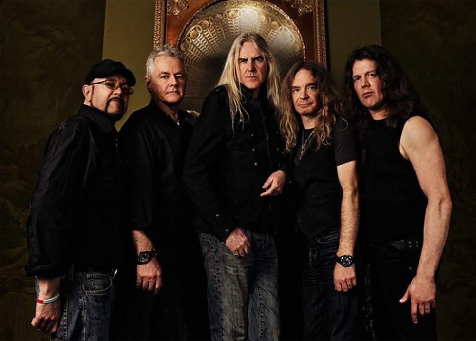 """Saxon esittelee dokumentillaan ensi viikolla ilmestyvän """"Inspirations""""-coverialbumin tekoa"""