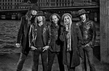 """The Hellacoptersin Nicke Andersson: """"Rock on kuin ruumis, joka potkii vielä."""""""