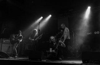Progemetallia Opethin ja Devin Townsendin hengessä: Colonistin debyyttialbumi Kaaoszinen ensisoitossa