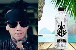 Entiseltä Guns N´ Roses kitaristilta DJ Ashbalta tulevaisuuden aluevaltaus: lanseerasi oman veden