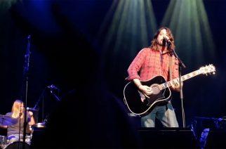 Foo Fighters Acoustic-4-A-Cure -hyväntekeväisyyskonsertissa
