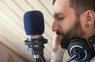 """Jay Rayn debyyttialbumille nimekäs vierailija: kuuntele näyte Poets Of The Fallin laulajan Marko Saareston kanssa tehdystä """"Striven"""" -kappaleesta"""