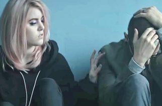 """""""Heavy"""" -kappaleen yhdessä Linkin Parkin kanssa levyttäneeltä Kiiaralta koskettava viesti Chester Benningtonille"""