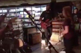 Harm -bändin esiintyminen ruokakaupassa
