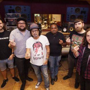 Phil Campbell and the Bastard Sons studioon nauhoittamaan debyyttialbumiaan