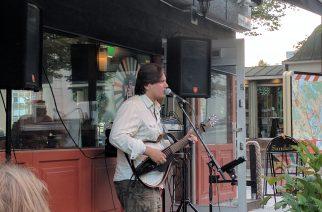 Ilja, kitara ja Kaima Baari