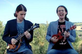 Vuoden 1992 rock- ja metal-hetket kahdessa minuutissa ukulelella ja mandoliinilla soitettuna