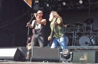 Behemothin vokalisti Nergal lavalla Slayerin kanssa