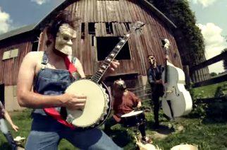 """Rob Scallon vauhdissa: tältä kuulostaa Slipknotin """"Psychosocial"""" banjolla soitettuna"""