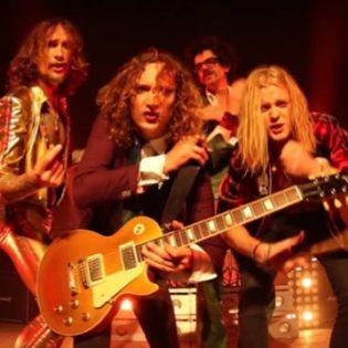 Uudestisyntynyt glam rock -yhtye The Darkness julkaisi uuden musiikkivideon