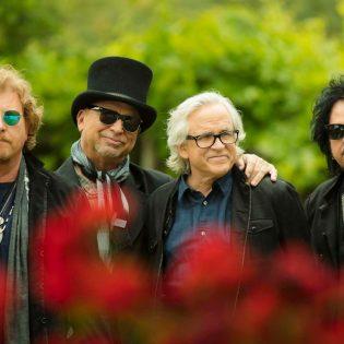 """Toto laittoi uusiksi Weezerin klassikon: kuuntele bändin tulkinta """"Hash Pipe"""" -kappaleesta"""