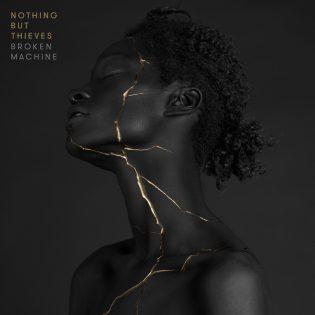 """Nothing But Thieves siirtyy kohti syvällisempää ilmaisua """"Broken Machine"""" -albumillaan"""