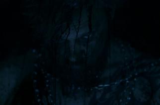 """Rhotiden tuore """"Hollow Eyes"""" -musiikkivideo vie synkkiin tunnelmiin"""