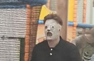 """Lasten leikkipuisto pakotettiin pyytämään anteeksi Slipknot -maskiin pukeutunutta työntekijää – """"lapset itkivät ja olivat kauhuissaan"""""""