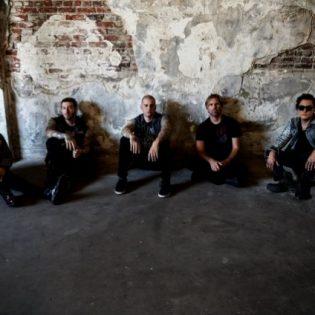 """Avenged Sevenfoldilta Deluxe-painos """"The Stage"""" -albumista joulukuussa"""