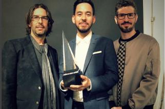 """""""Make Chester proud"""": Linkin Park voitti vaihtoehtorock -palkinnon American Music Awardsissa ja omisti sen edesmenneelle Chester Benningtonille kiitospuheessaan"""