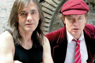 Malcom (vas.) & Angus (oik.) Young