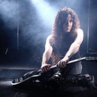 """Marty Friedman julkaisi tulevalta livelevyltään """"Mutation Medleyn"""": Kuuntele Rammsteinin, Sladen ja Megadethin kappalesekoitus"""