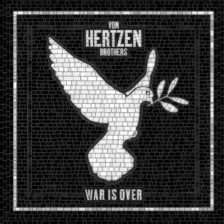 """Peace, love and Von Hertzen Brothers: veljeskolmikko rakentaa itsensä uudestaan uudella uljaalla levyllään """"War Is Over"""""""