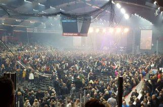 Vaasan Raskasta Joulua -konsertti peruuntui katosta tippuneiden ilmanvaihtoputkien sekä valojen seurauksena: video tapahtumasta katsottavissa