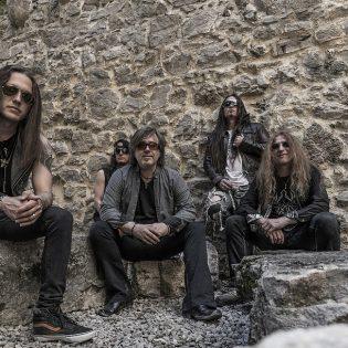 """""""Ei tätä pidä kuunnella metalikorvilla"""" – haastattelussa debyyttinsä julkaisseen Panorama-yhtyeen nokkamies Christian Palin"""