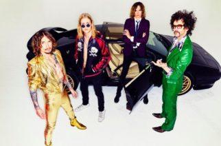 """Glam rock -yhtye The Darknessilta musiikkivideo """"Happiness"""" -kappaleesta"""