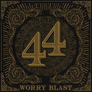 "Worry Blastin ""44""-albumi on kuin AC/DC:n ja W.A.S.P.:in risteytys"