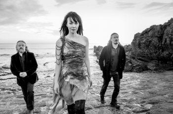 """Nightwish-muusikot tulevasta Aurin debyyttialbumista: """"Tämä projekti tehtiin täydellisessä harmoniassa"""""""