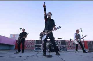 Asiaa perskarvoista ydinsotaan – Suomessakin pian esiintyvän Channel 3:n laulaja–kitaristi Punk in Finlandin haastattelussa