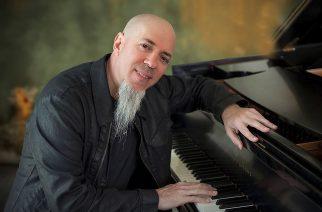 Dream Theaterista tuttu Jordan Rudess huhtikuussa soolopianokeikalle Suomeen